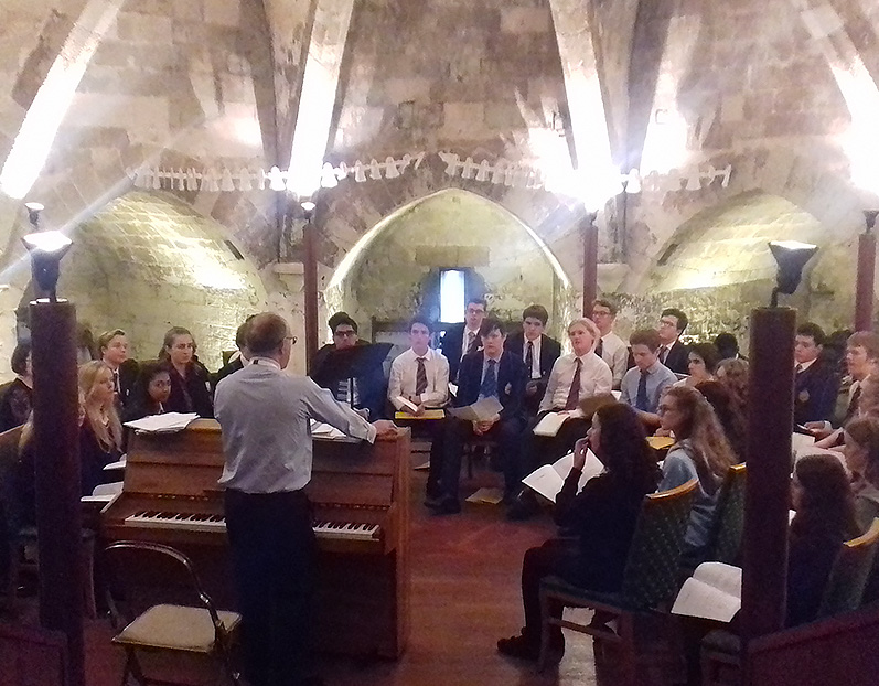 Chapel Choir perform Evensong